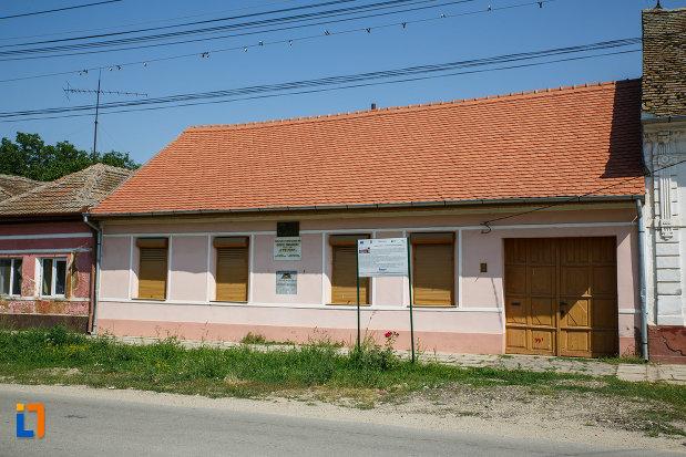 poza-cu-casa-memoriala-dositei-obradovici-din-ciacova-judetul-timis.jpg