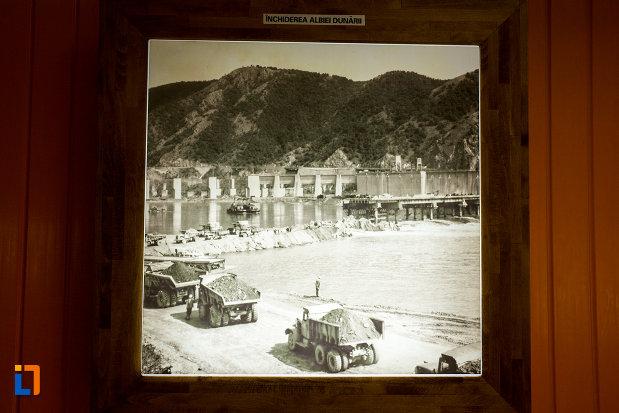 poza-cu-inchiderea-albiei-dunarii-muzeul-regiunii-portilor-de-fier-din-drobeta-turnu-severin-judetul-mehedinti.jpg