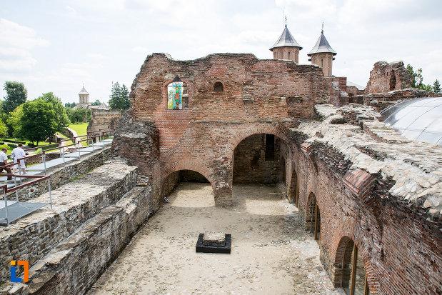 poza-cu-interiorul-de-la-palatul-domnesc-ruine-palatul-petru-cercel-din-targoviste-judetul-dambovita.jpg