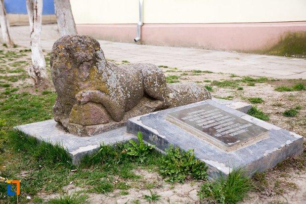 poza-cu-leii-funerari-din-ocna-mures-judetul-alba.jpg