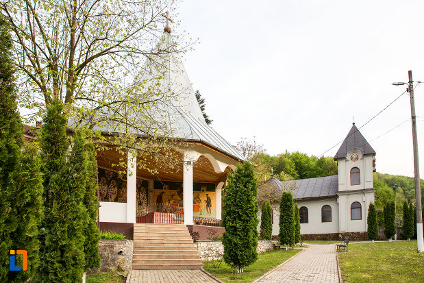 poza-cu-manastirea-godinova-din-bocsa-judetul-caras-severin.jpg