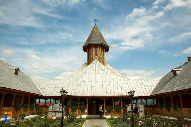 poza-cu-manastirea-sf-ana-din-orsova-judetul-mehedinti.jpg