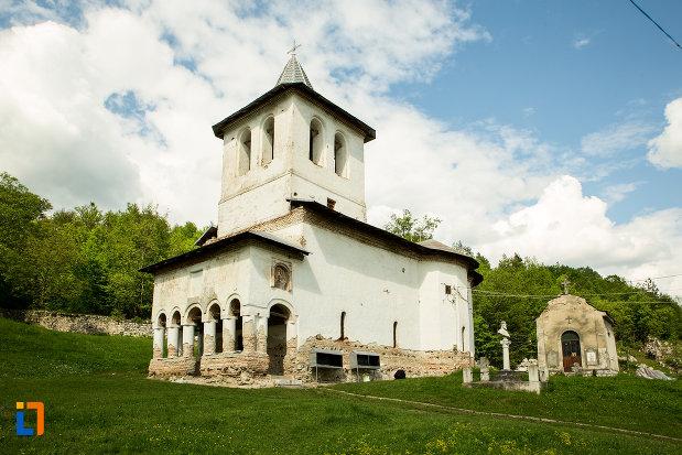 poza-cu-manastirea-sf-voievozi-din-baia-de-arama-judetul-mehedinti.jpg