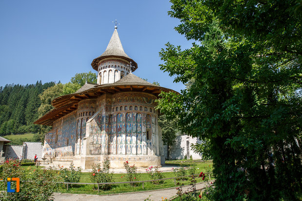 poza-cu-manastirea-voronet-judetul-suceava.jpg