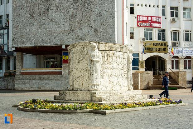 poza-cu-mausoleul-eroinei-ecaterina-teodoroiu-din-targu-jiu-2.jpg