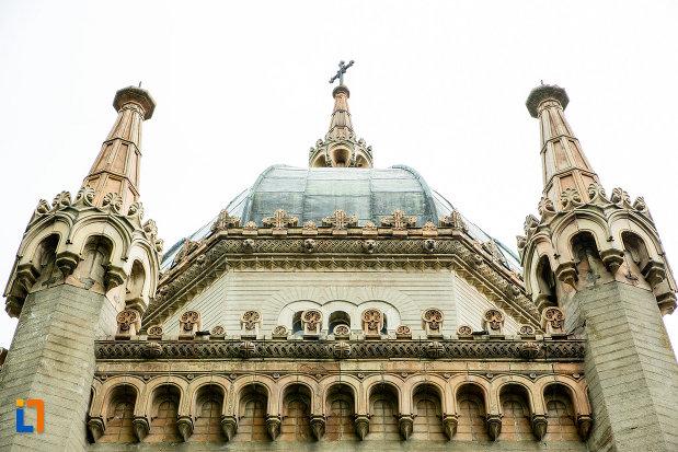 poza-cu-mausoleul-familiei-filisanu-din-filiasi-judetul-dolj.jpg