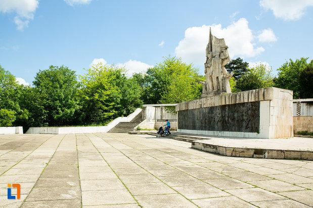 poza-cu-monumentul-comemorativ-al-razboiului-de-independenta-din-calafat-judetul-dolj.jpg