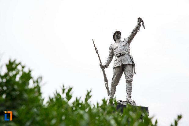 poza-cu-monumentul-eroilor-din-fusea-judetul-dambovita.jpg