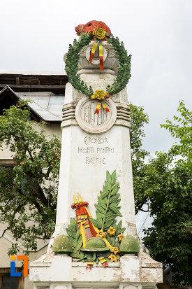 poza-cu-monumentul-eroilor-din-moreni-judetul-dambovita.jpg