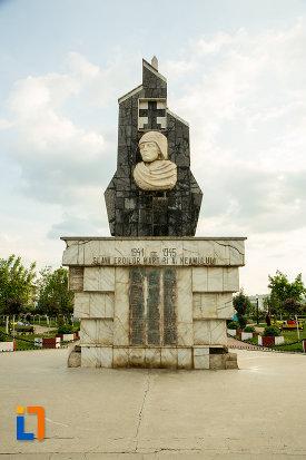 poza-cu-monumentul-eroilor-din-motru-judetul-gorj.jpg