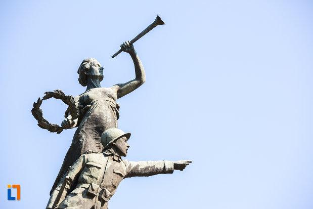 poza-cu-monumentul-eroilor-din-oltenita-judetul-calarasi.jpg