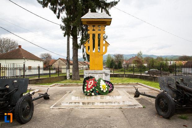 poza-cu-monumentul-eroilor-din-otelu-rosu-judetul-crasa-severin.jpg