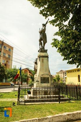 poza-cu-monumentul-eroilor-din-patarlagele-judetul-buzau.jpg