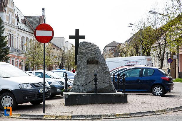 poza-cu-monumentul-luptatorilor-anticomunisti-din-deva-judetul-hunedoara.jpg