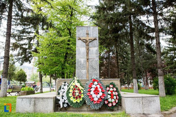 poza-cu-monumentul-victimelor-deportarii-in-rusia-din-resita-judetul-caras-severin.jpg