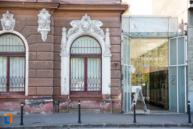 poza-cu-muzeul-de-arta-si-muzeul-de-etnografie-din-brasov-judetul-brasov.jpg