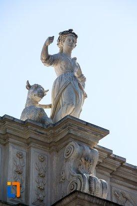 poza-cu-o-statuie-de-pe-poarta-a-iii-a-a-cetatii-din-alba-iulia-judetul-alba.jpg