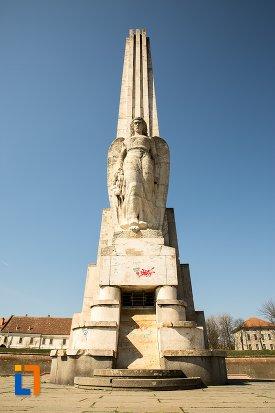 poza-cu-obeliscul-lui-horea-closca-si-crisan-din-alba-iulia-judetul-alba.jpg