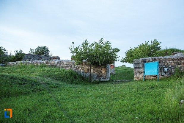 poza-cu-poarta-de-veste-de-la-cetatea-romana-sucidava-din-corabia-judetul-olt.jpg