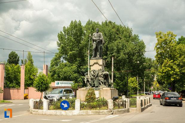poza-cu-statuia-lui-al-i-cuza-din-galati-judetul-galati.jpg