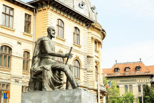poza-cu-statuia-lui-carol-i-din-craiova-judetul-dolj.jpg