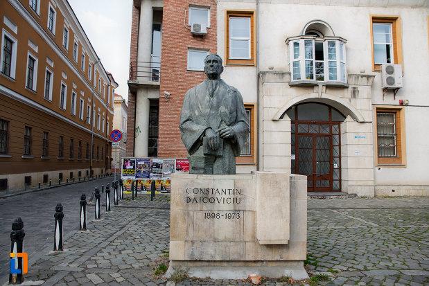poza-cu-statuia-lui-constantin-daicoviciu-din-cluj-napoca-judetul-cluj.jpg