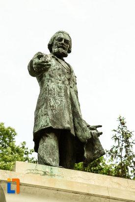 poza-cu-statuia-lui-costache-negri-din-galati-judetul-galati.jpg