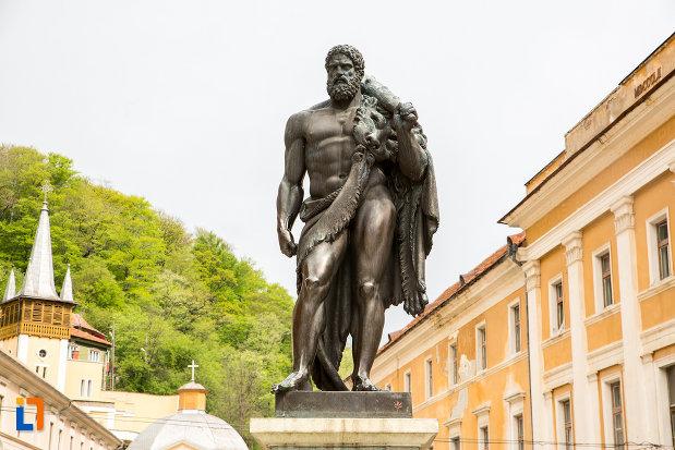 poza-cu-statuia-lui-hercules-din-baile-herculane-judetul-caras-severin.jpg