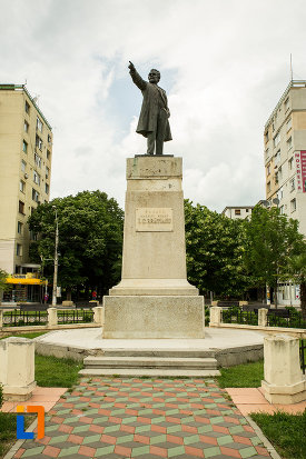 poza-cu-statuia-lui-i-c-bratianu-din-galati-judetul-galati.jpg