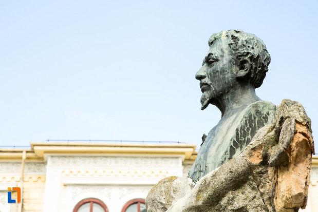 poza-cu-statuia-lui-ioan-maiorescu-din-craiova-judetul-dolj.jpg