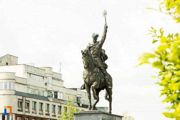 poza-cu-statuia-lui-mihai-viteazu-din-craiova-judetul-dolj.jpg