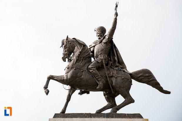 poza-cu-statuia-lui-mihai-viteazu-din-giurgiu-judetul-giurgiu.jpg