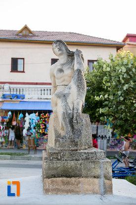 poza-cu-statuia-poezia-din-eforie-sud-judetul-constanta.jpg