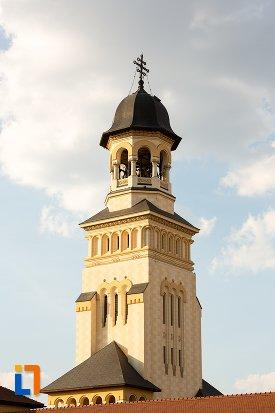 poza-cu-turnul-de-la-catedrala-reintregirii-din-alba-iulia-judetul-alba.jpg