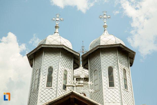 poza-cu-turnuri-de-la-biserica-buna-vestire-din-patarlagele-judetul-buzau.jpg