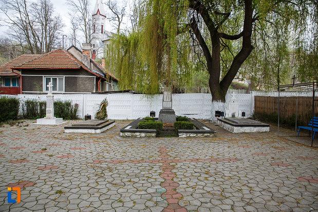 poza-de-la-cimitirul-eroilor-din-lupeni-judetul-hunedoara.jpg