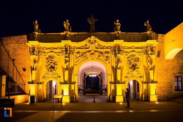 poza-de-noapte-cu-poarta-a-iii-a-a-cetatii-din-alba-iulia-judetul-alba.jpg