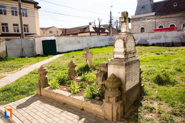 poza-din-cimitirul-bisericii-grecesti-bunavestire-din-alba-iulia-judetul-alba.jpg