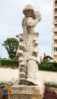 poza-din-spate-cu-statuia-stiinta-si-sortul-din-eforie-nord-judetul-constanta.jpg
