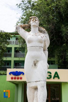 poza-frontala-cu-statuia-cultura-fizica-din-eforie-nord-judetul-constanta.jpg