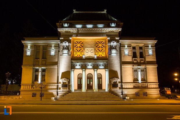 poza-nocturna-cu-muzeul-de-istorie-din-targoviste-judetul-dambovita.jpg
