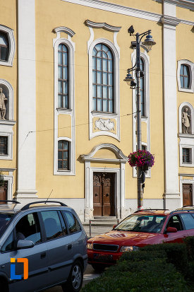 prim-plan-cu-biserica-fostei-manastiri-a-iezuitilor-sf-ioan-botezatorul-din-targu-mures-judetul-mures.jpg