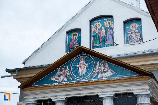 prim-plan-cu-biserica-sf-voievozi-1839-din-tandarei-judetul-ialomita.jpg