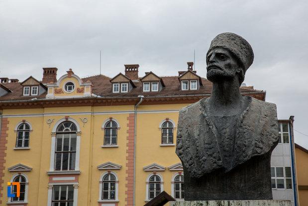 prim-plan-cu-bust-de-la-grupul-statuar-din-parcul-astra-din-sibiu-judetul-sibiu.jpg