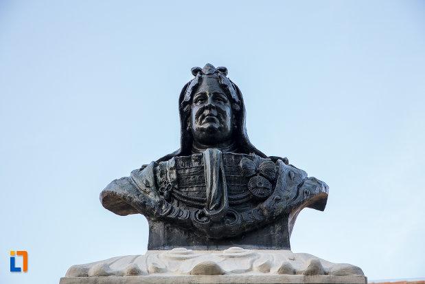 prim-plan-cu-bustul-imparatesei-maria-theresia-din-sibiu-judetul-sibiu.jpg
