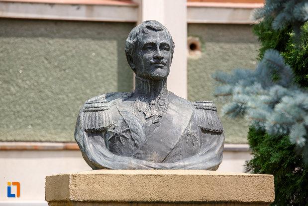prim-plan-cu-bustul-lui-alexandru-dimitrie-ghica-din-alexandria-judetul-teleorman.jpg