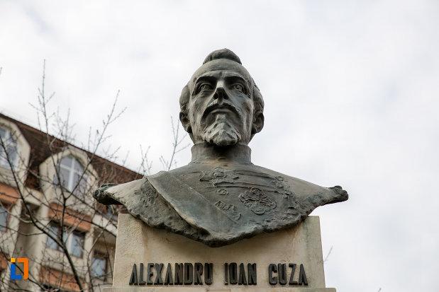 prim-plan-cu-bustul-lui-alexandru-ioan-cuza-din-cluj-napoca-judetul-cluj.jpg