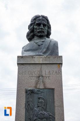 prim-plan-cu-bustul-lui-gheorghe-lazar-din-avrig-judetul-sibiu.jpg