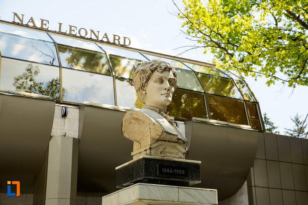 prim-plan-cu-bustul-lui-nae-leonard-din-galati-judetul-galati.jpg
