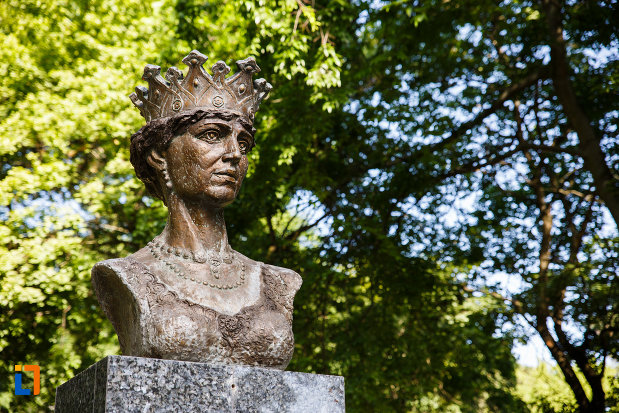 prim-plan-cu-bustul-reginei-maria-din-timisoara.jpg